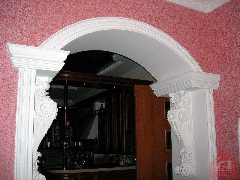 арки с лепниной на кухне что нам